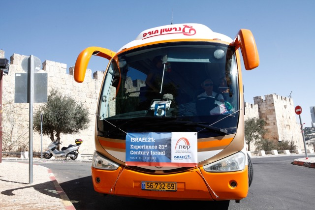 The inaugural ISRAEL21c Journey to Israel sets off. Photo by Ariel Jerozolimski