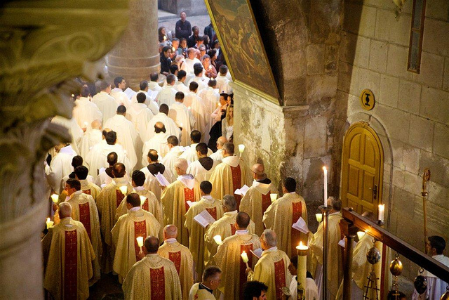 Mass at the Church of the Holy Sepulcher. Photo by Noam Chen