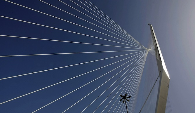 Some say the Jerusalem String Bridge looks like a sailing boat, others a harp. Photo by Flash90