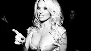 Canadian actress Pamela Anderson still sporting her golden locks before she did an Ellen DeGeneres. (Shutterstock)