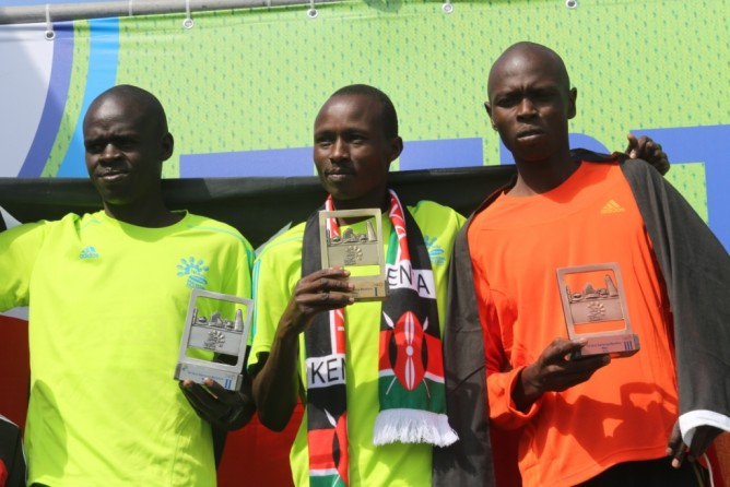 Kenyan runners in the Tel Aviv Marathon take top three spots. Ezekiel Koech wins in record-time of 2:14:40 hours. (Ronen Topelberg)