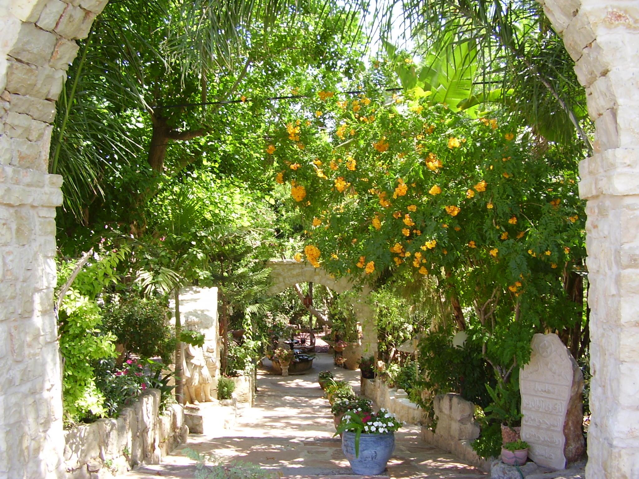 El Mona Gardens. Via wikimedia.org