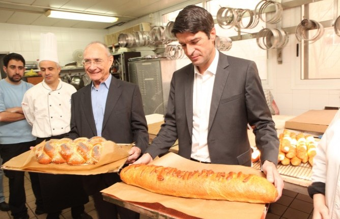 Tourism Minister Dr. Uzi Landau and French Ambassador to Israel Patrick Maisonnave show off an Israeli inspired baguette and a French challah at the So Good So Tasty festival. (Chen Ghalili)