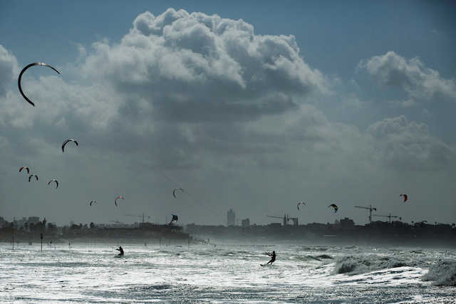 pic_of_week_kitesurfing_f90