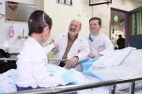 'K' with two of Rambam's senior neurosurgeons, Dr. Joseph Juilburd (left) and Dr. Sergey Abeshaus (right). (Pioter Fliter