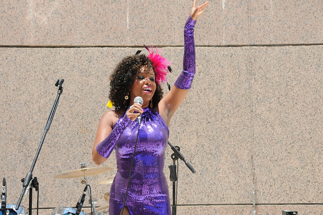 Elisete performs in several languages.