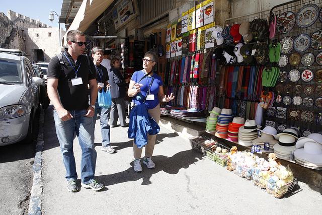 Tourists in Jerusalem. (Ariel Jerozolimski/ISRAEL21c)