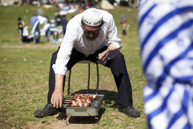 Note the nafnaf at this Independence Day BBQ in Jerusalem's Sacher Park. Photo by Yonatan Sindel/Flash90