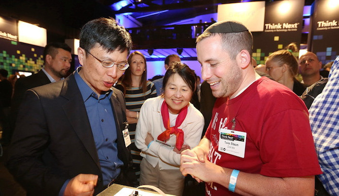 Tuvia Elbaum showing the ZUtA PocketPrinter to Dr. Harry Shum, Executive Vice President for Technology and Research, Microsoft.