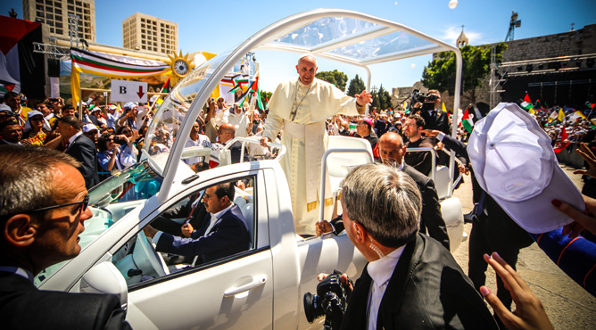 Pope Francis waves to the people after a mass in the Manger Square,  Bethlehem on May 25, 2014. (Atta Jaber/Flash90)