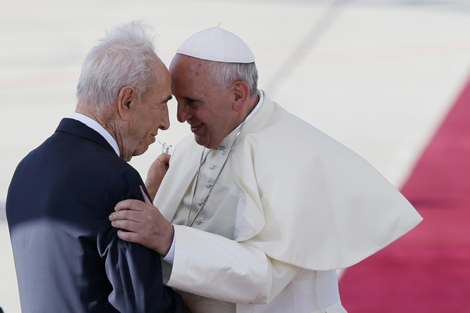 Israel's President Shimon Peres embraces Pope Francis. (Miriam Alster/Flash90)