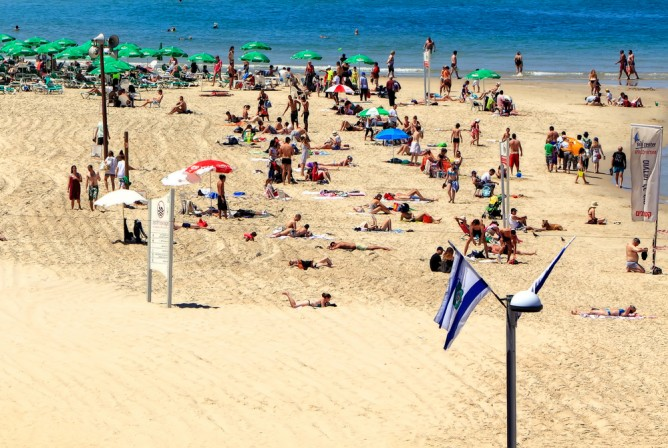 It's beach season in Israel! (Shutterstock)