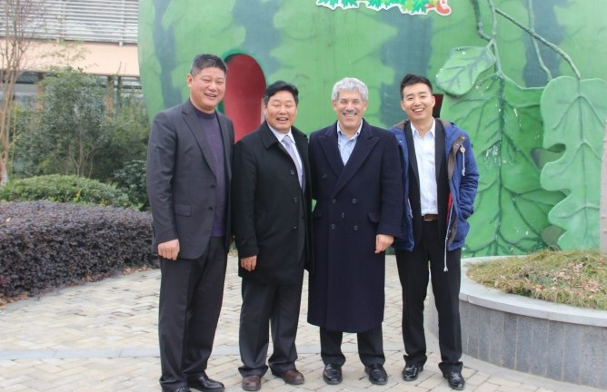 From lett, Luban Agri Group CEO Pei Baocai, Luban Chairman Wang Xiwen, Trendlines Chairman and CEO Todd Dollinger, and Director of Trendlines China Eddy Wang.