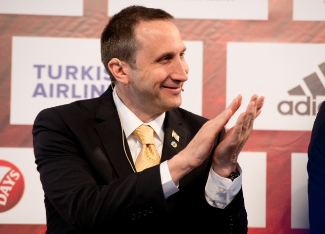 David Blatt signs head coach position with the Cleveland Cavaliers. (Shutterstock)