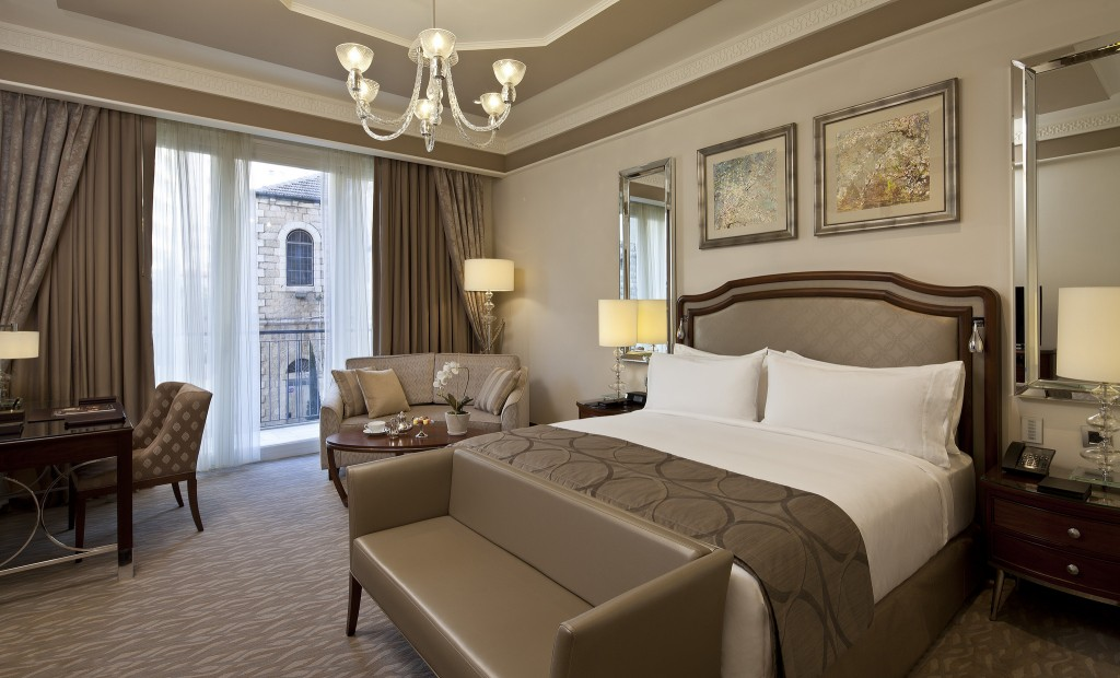 A deluxe guestroom. Photo courtesy of the Waldorf Astoria Jerusalem