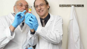 HUJI Profs. Yechezkel Barenholz and Alberto Gabizon, co-inventors of Doxil, the first FDA-approved nano-drug. Photo by Nati Shohat