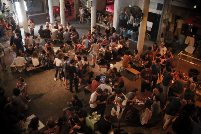 Israelis seen at a bar in Tel Aviv during Operation Protective Edge. (Miriam Alster/FLASH90)