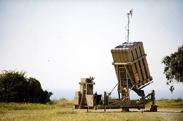 Israel_Defense_Forces_-_Iron_Dome_Battery_Deployed_Near_Ashkelon