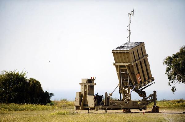 Israel_Defense_Forces_-_Iron_Dome_Battery_Deployed_Near_Ashkelon