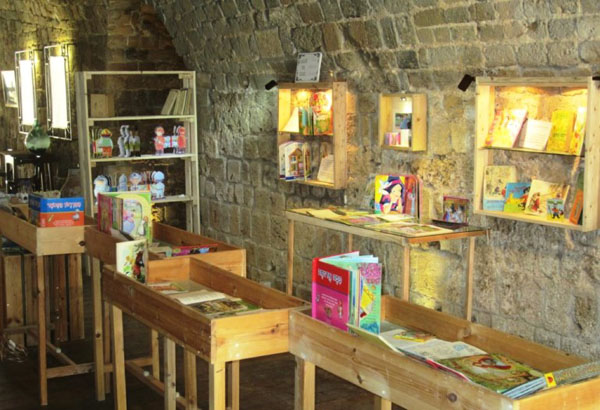 Old-Acre-Treasures-in-the-Walls-Museum_book-exhibit