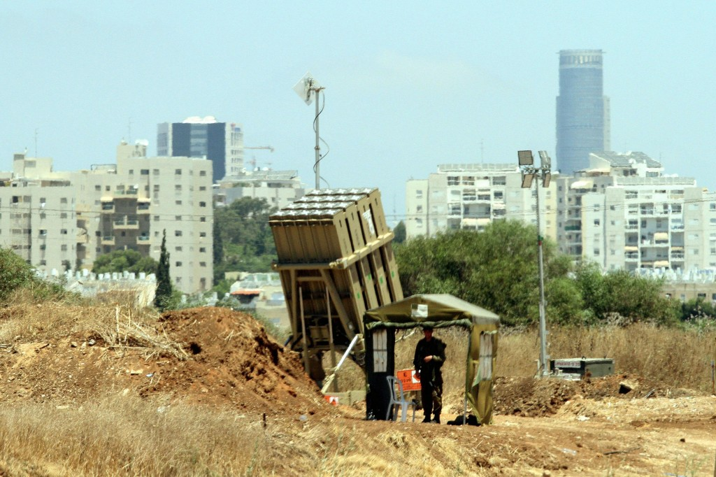 An Iron Dome missile battery near Tel Aviv. Photo by Flash90