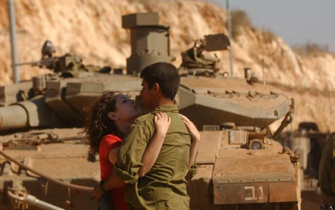 An Israeli soldier kissing his girlfriend goodbye. Photo by Yossi Zamir/FLASH90