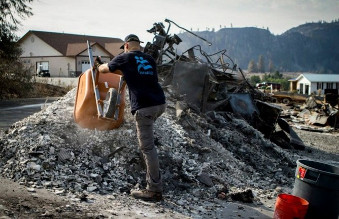 IsraAID sifting through rubble in Pateros.