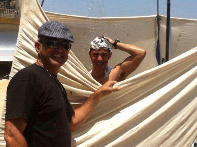 Tzvika Bitan and his portable shower. Photo courtesy Beersheva News