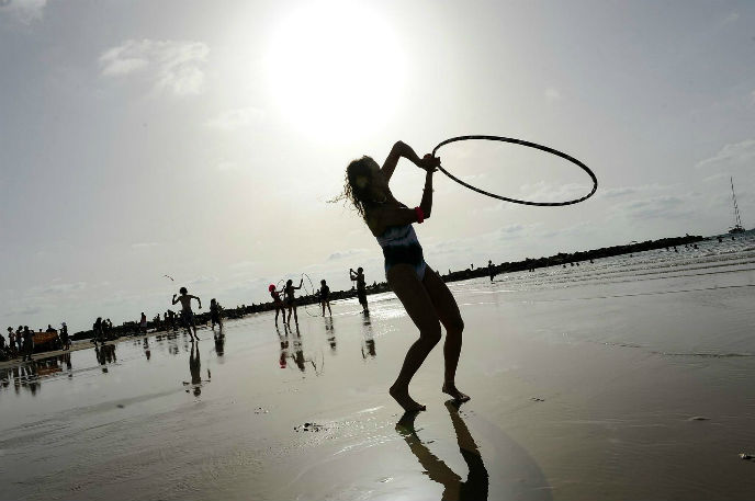 Hula hoops on Tel Aviv beach. Photo by Flash90.