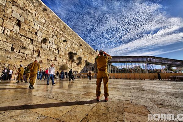 Noam-Chen_israeli-soldier-western-wall