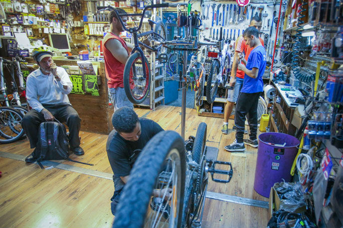 Bike shops in Israel are busiest in the run up to Yom Kippur. (Oren Nahshon/FLASH90)