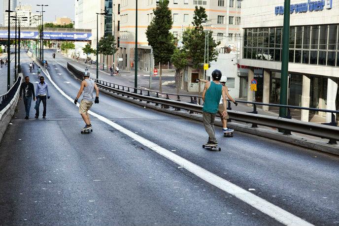 Skateboarders in Tel Aviv on Yom Kippur. (Shutterstock.com)