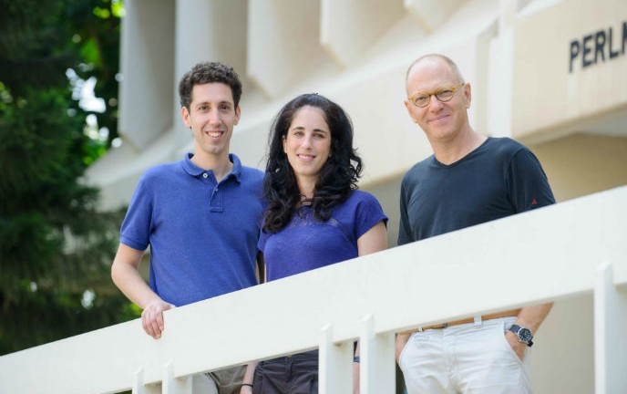 Graduate students Eyal Karzbrun and Alexandra Tayar with Prof. Roy Bar-Ziv. Photo courtesy of Weizmann Institute