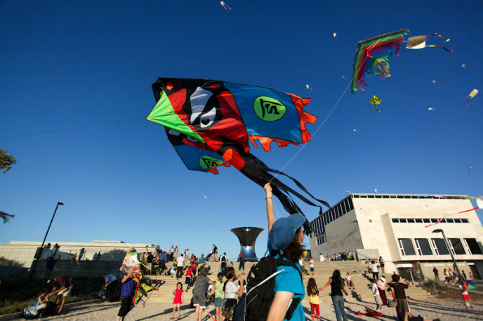 Kites take to the sky at Jerusalem's Israel Museum
