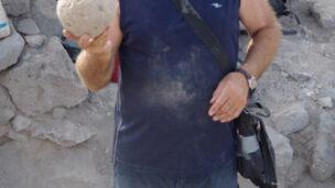 A ballista ball that fit a massive catapult. (Dr. Michael Eisenberg/University of Haifa)
