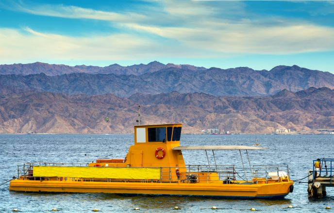 Image of Eilat glass-bottom boat via Shutterstock.com