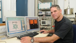 Prof. Danny Porath is paving the way for a new generation of DNA-based computer circuits. (Photo: Hebrew University)