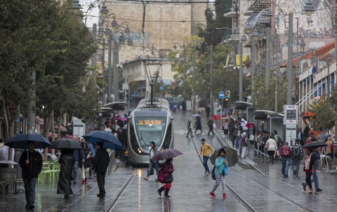 Rain swept through downtown Jerusalem on November 3, 2014. (Yonatan Sindel/Flash90)