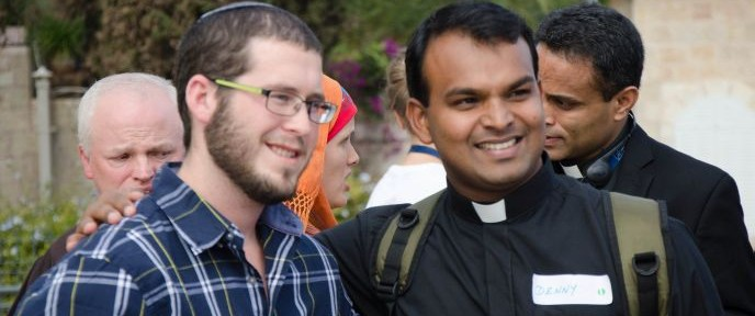 Itamar from Yeshivat Ma'aleh Gilboa and Denny from the Salesian Pontifical Institute getting acquainted at Faith and Ecology. Photo by Jonathan Hefetz