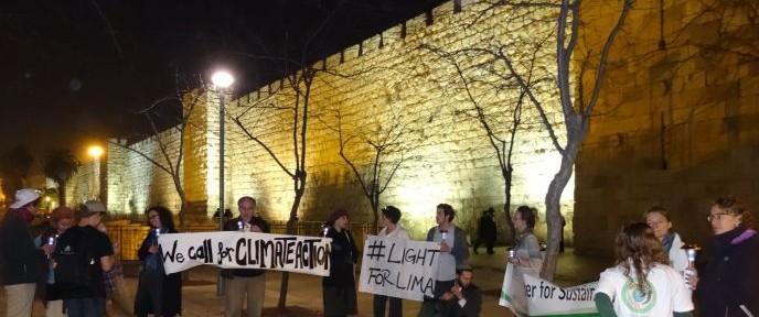 The Interfaith Center for Sustainable Development organized the Jerusalem #LightForLima solar-lantern event. Photo by Gundula M. Tegtmeyer for the ICSD