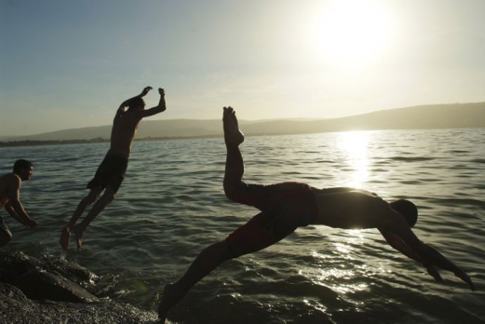 Diving into Lake Kinneret. Photo by Mendy Hechtman/FLASH90