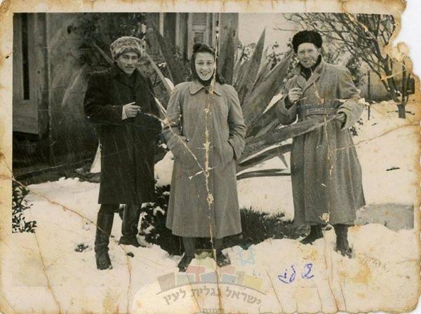 Israel-family-album-snow-4
