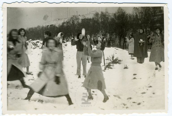 Israel-family-album-snow_1