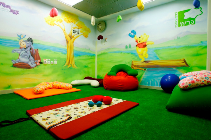 Hadassah Baby workshops in baby massage and baby yoga, breastfeeding and other topics take place in this room.