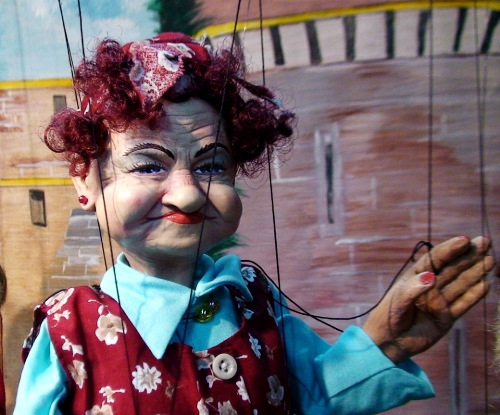 """""""The Princess Not Laughing"""" at the 2010 puppet festival in Holon. Photo by Ornan Breyer"""