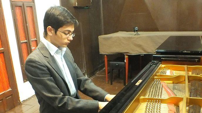 Concertmaster Ariel Lanyi.