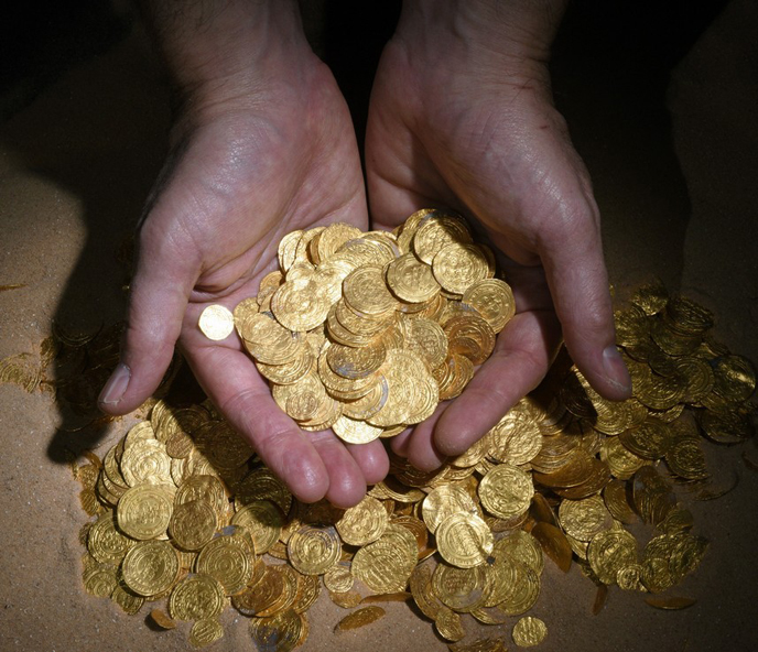 Some 2,000 gold coins from the Fatimid period were discovered on the seabed in the ancient harbor in Caesarea National Park. (Photo: Clara Amit, courtesy of the Israel Antiquities Authority.)