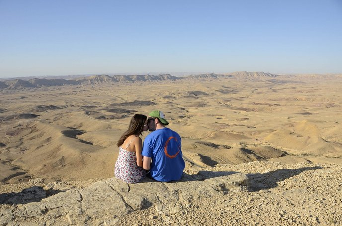 The Makhtesh Ramon crater near Mitzpe Ramon in the Negev provides a phenomenal backdrop for this couple. Photo by Zoe Vayer/Flash90.