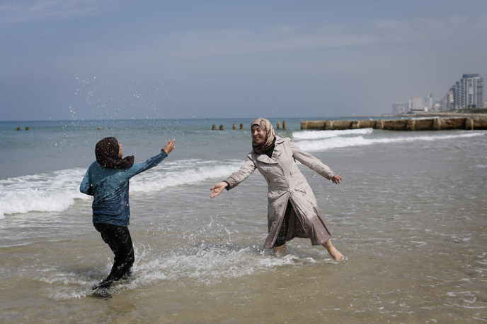 Playing on the beach in Tel Aviv. (Photo by Miriam Alster/flash90)