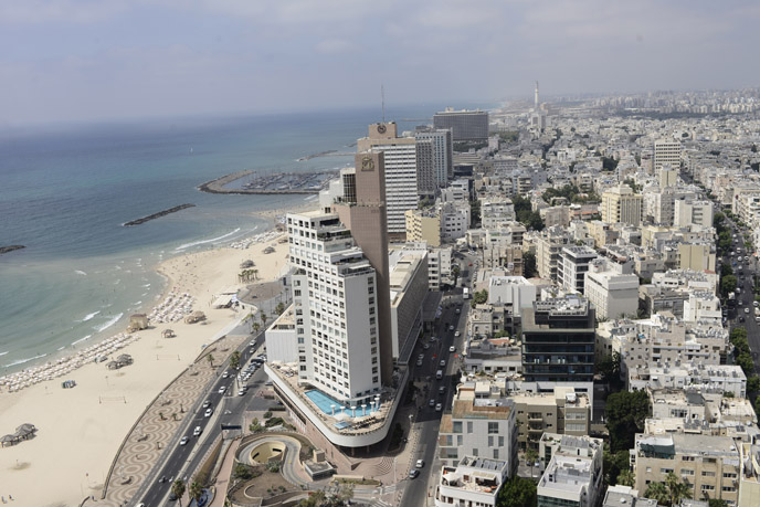 National Geographic cites Tel Aviv among 'world's top 10 oceanfront cities.' (Photo by Tomer Neuberg/ FLASH90)